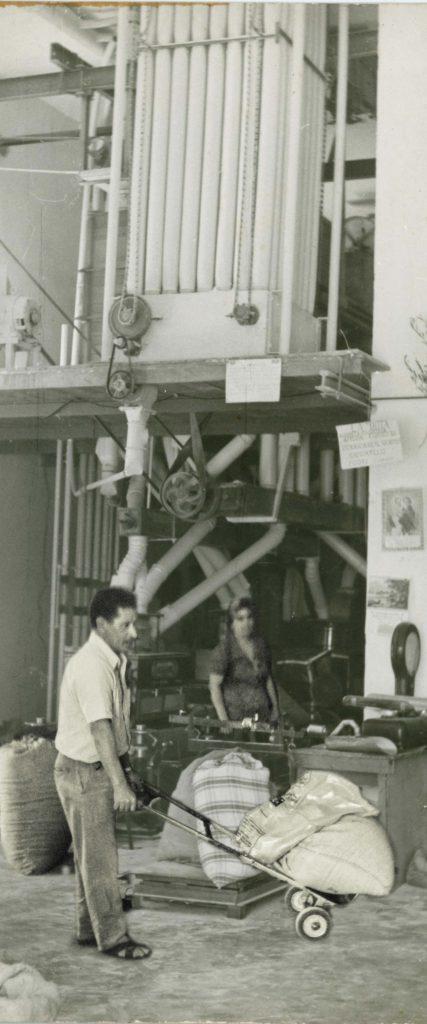 ... nasce come mulino artigianale nel 1960 grazie all intuito e allo  spirito imprenditoriale del suo fondatore Giuseppe Calogiuri 387f7bdba009
